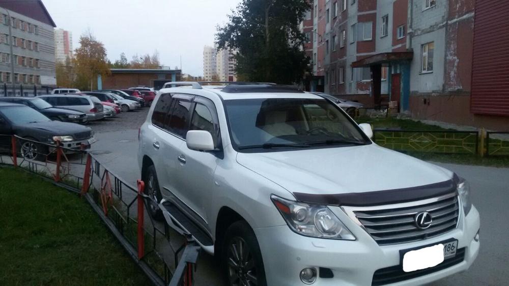 Подержанный Lexus LX, отличное состояние, белый перламутр, 2010 года выпуска, цена 2 400 000 руб. в ао. Ханты-Мансийском Автономном округе - Югре