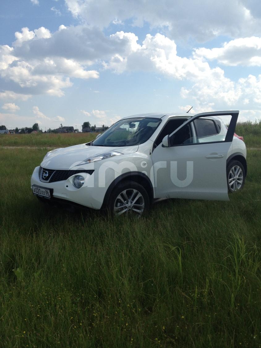 Подержанный Nissan Juke, хорошее состояние, белый , 2011 года выпуска, цена 660 000 руб. в ао. Ханты-Мансийском Автономном округе - Югре