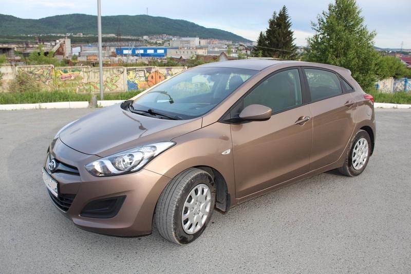 Подержанный Hyundai i30, отличное состояние, коричневый металлик, 2013 года выпуска, цена 560 000 руб. в Челябинской области