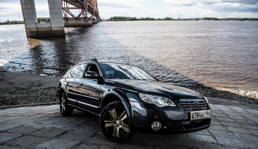 Подержанный Subaru Outback, отличное состояние, мокрый асфальт , 2007 года выпуска, цена 550 000 руб. в ао. Ханты-Мансийском Автономном округе - Югре