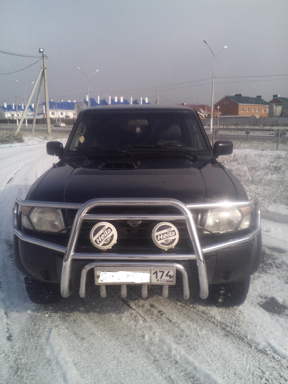 Подержанный Nissan Patrol, хорошее состояние, черный , 1999 года выпуска, цена 650 000 руб. в Челябинской области