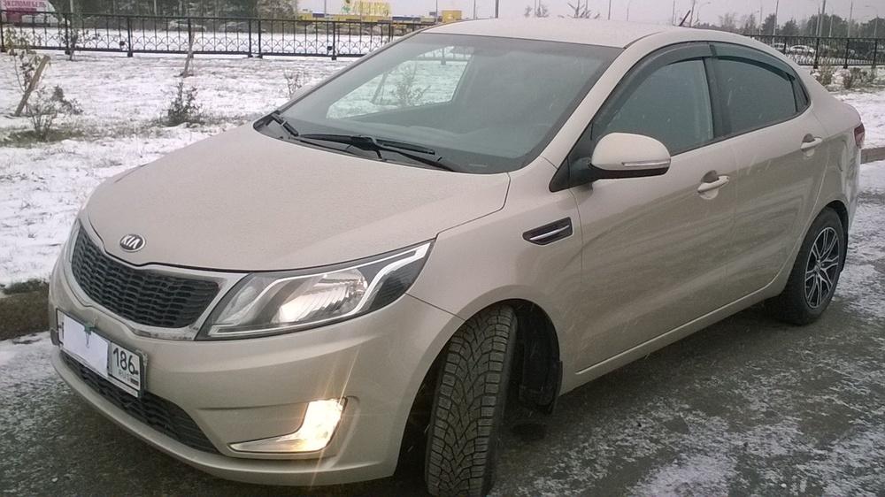 Подержанный Kia Rio, отличное состояние, бежевый , 2013 года выпуска, цена 550 000 руб. в ао. Ханты-Мансийском Автономном округе - Югре