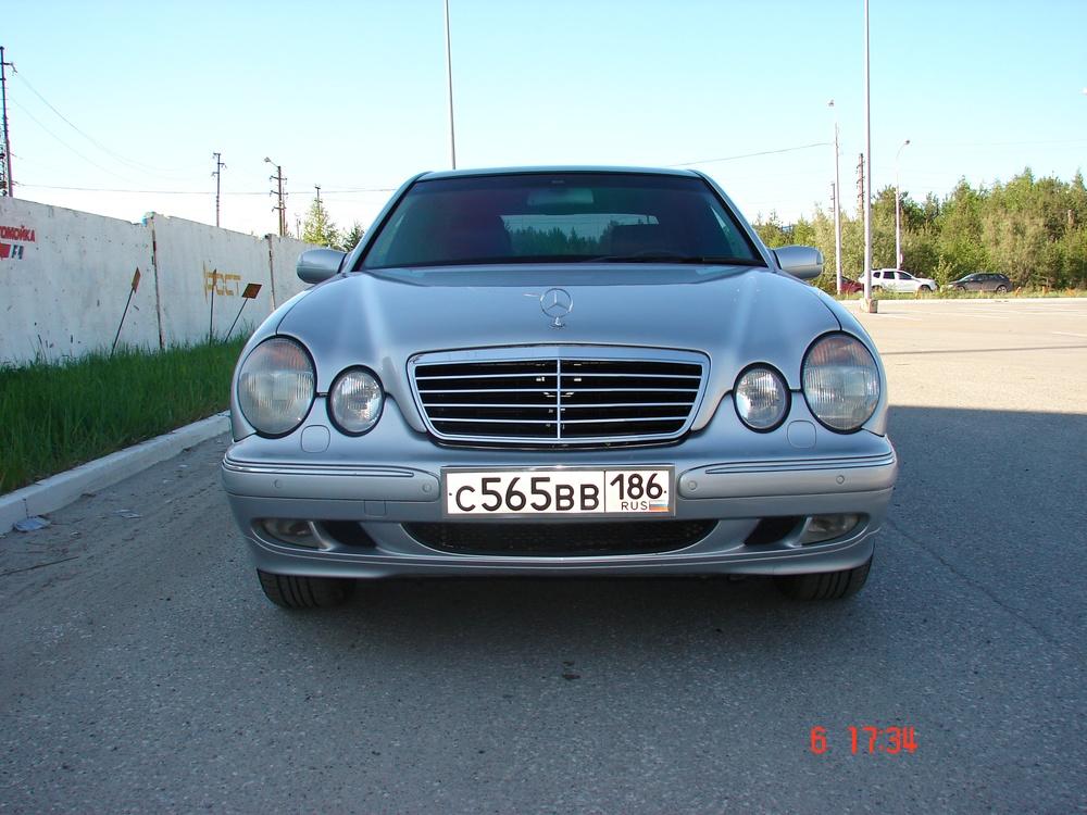 Подержанный Mercedes-Benz E-Класс, хорошее состояние, серебряный металлик, 2001 года выпуска, цена 480 000 руб. в ао. Ханты-Мансийском Автономном округе - Югре