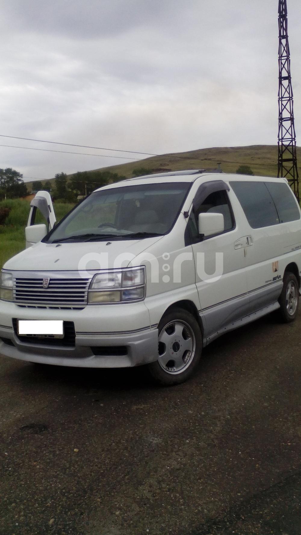 Подержанный Nissan Elgrand, отличное состояние, белый , 1999 года выпуска, цена 470 000 руб. в Челябинской области
