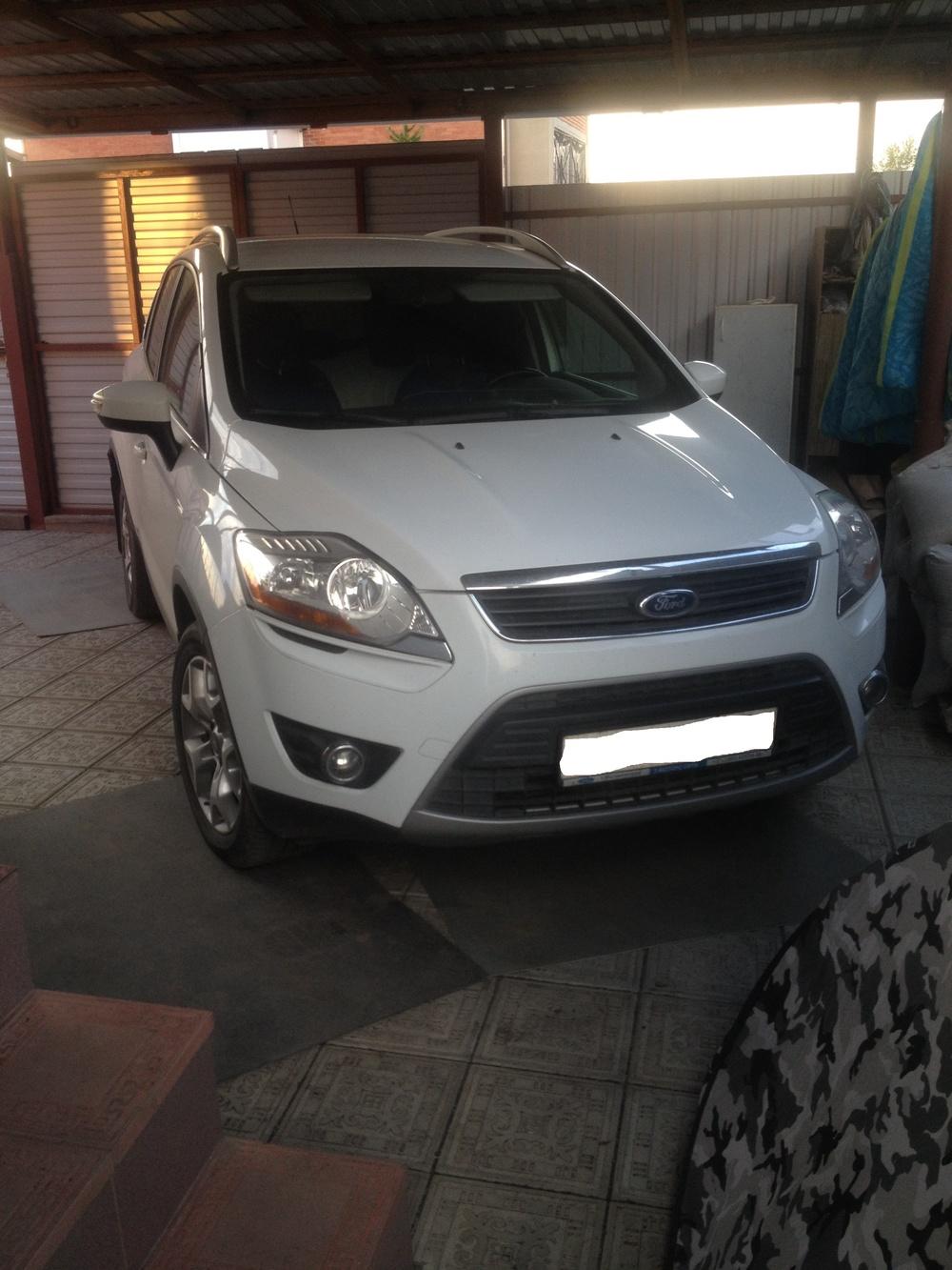 Подержанный Ford Kuga, отличное состояние, белый , 2012 года выпуска, цена 810 000 руб. в Челябинской области