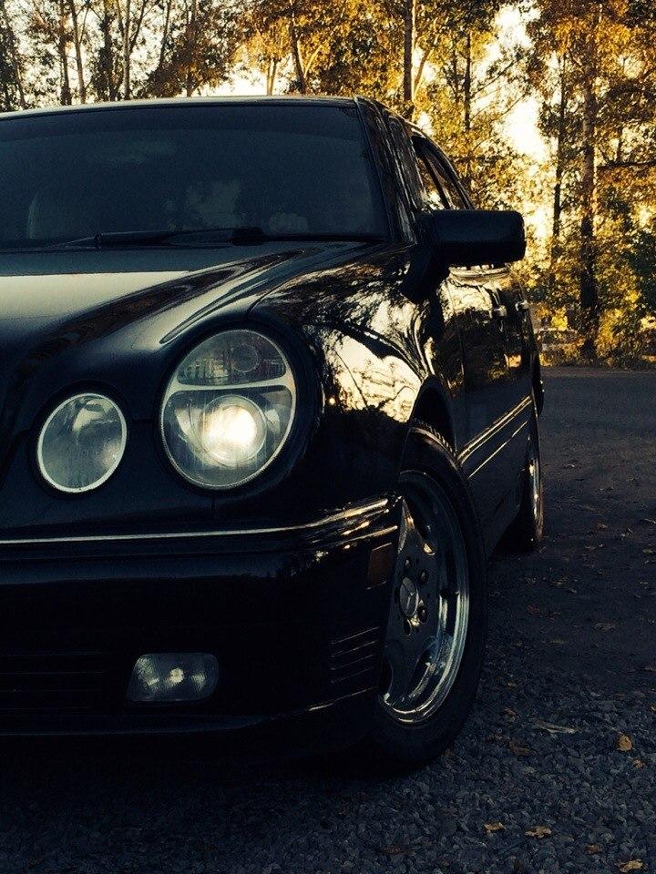 Подержанный Mercedes-Benz E-Класс, хорошее состояние, черный металлик, 1996 года выпуска, цена 380 000 руб. в Красноярске