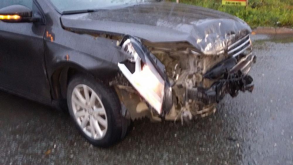 Подержанный Volkswagen Passat, битый состояние, коричневый металлик, 2012 года выпуска, цена 560 000 руб. в Челябинской области