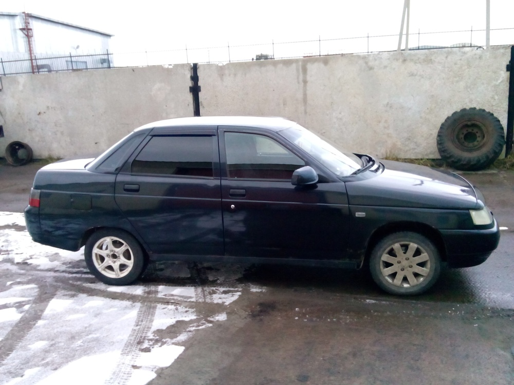 Подержанный ВАЗ (Lada) 2110, хорошее состояние, черный металлик, 2004 года выпуска, цена 100 000 руб. в ао. Ханты-Мансийском Автономном округе - Югре