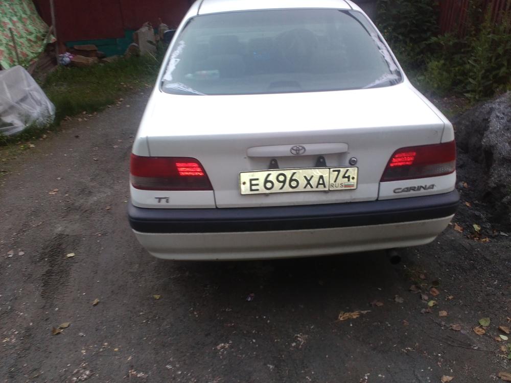 Подержанный Toyota Carina, хорошее состояние, белый , 1997 года выпуска, цена 130 000 руб. в Челябинской области