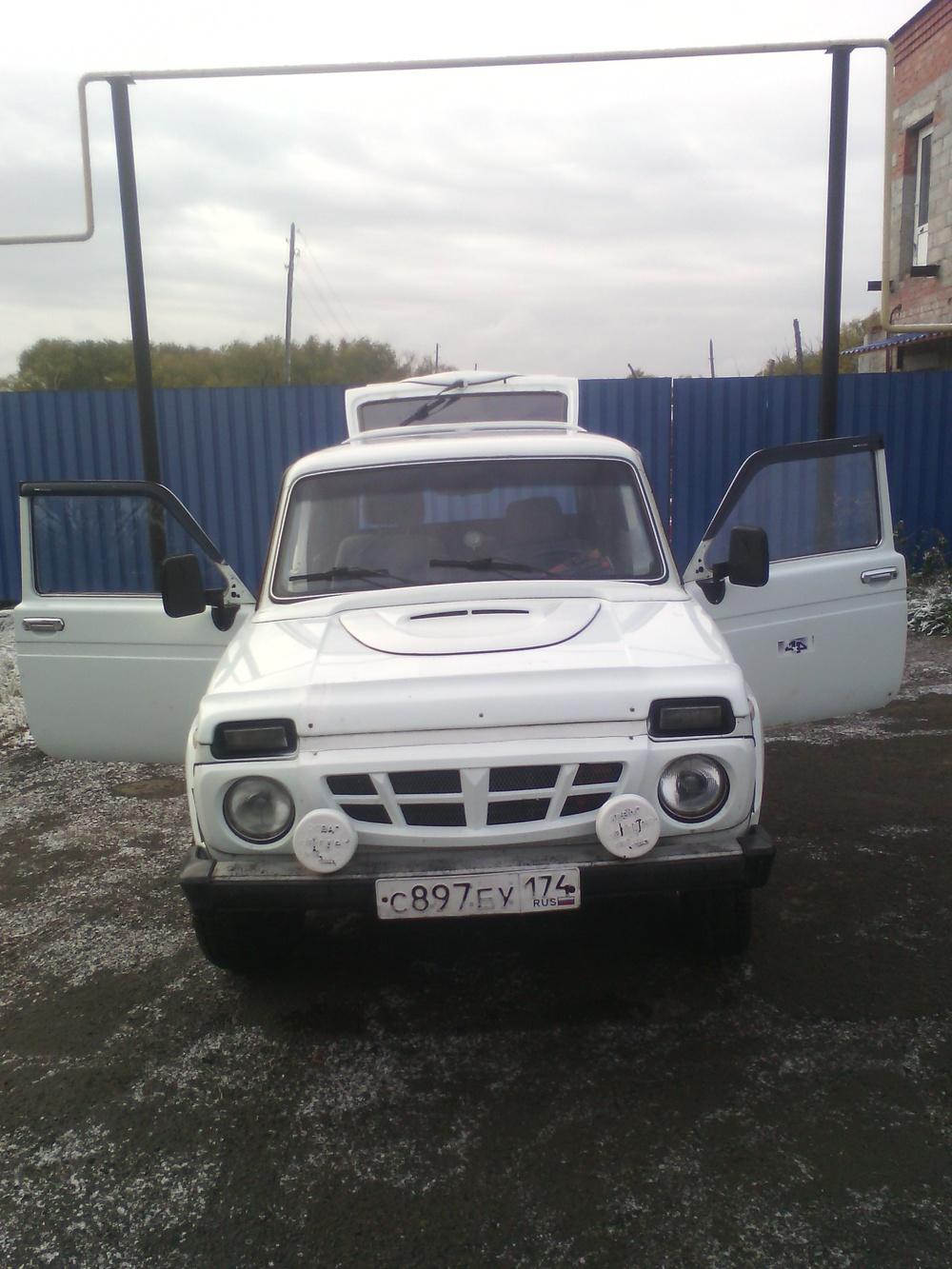 Подержанный ВАЗ (Lada) 4x4, хорошее состояние, белый , 2001 года выпуска, цена 90 000 руб. в Челябинской области