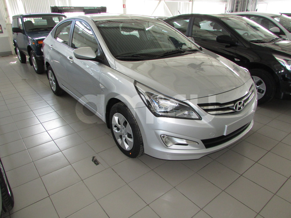 Hyundai Solaris с пробегом, серебряный , отличное состояние, 2016 года выпуска, цена 678 000 руб. в автосалоне ОЗОН АВТО (Ростов-на-Дону, ул. Вавилова, д. 67В)