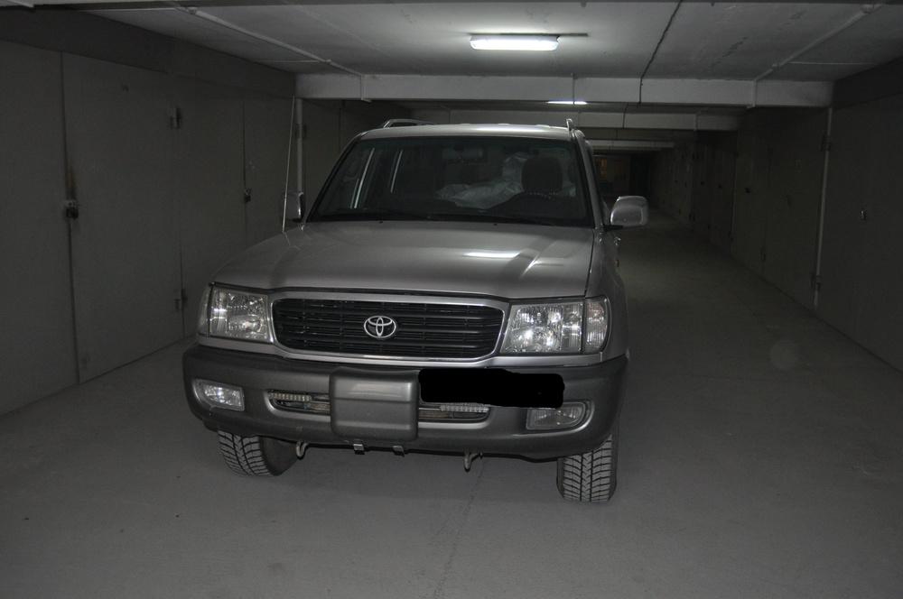 Подержанный Toyota Land Cruiser, хорошее состояние, серебряный , 2000 года выпуска, цена 920 000 руб. в ао. Ханты-Мансийском Автономном округе - Югре