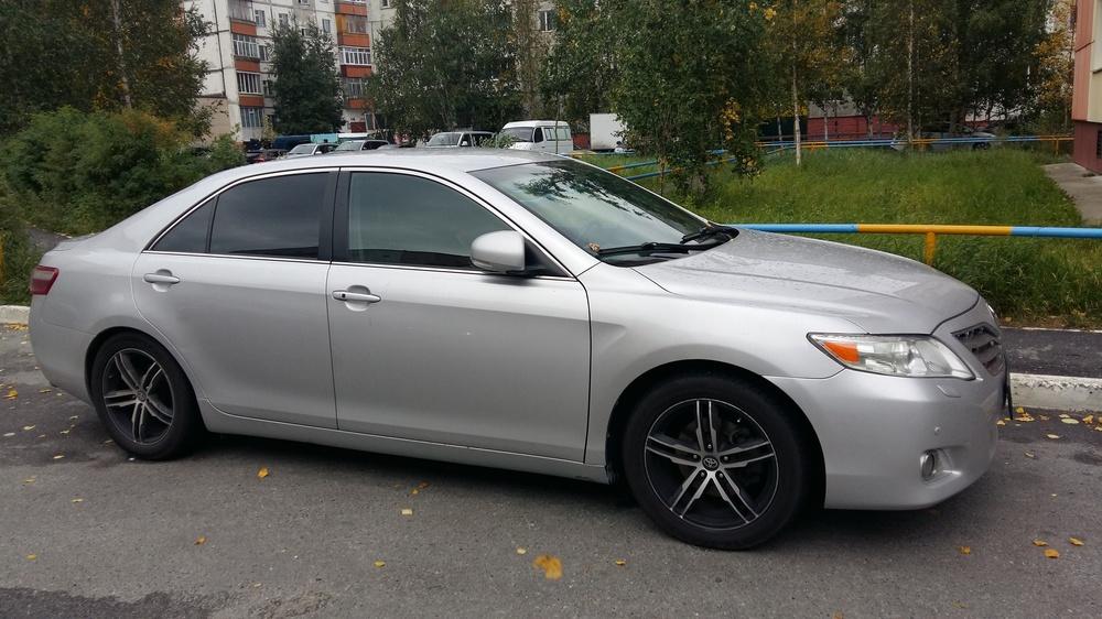 Подержанный Toyota Camry, хорошее состояние, серебряный , 2010 года выпуска, цена 950 000 руб. в ао. Ханты-Мансийском Автономном округе - Югре