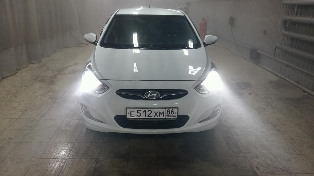 Подержанный Hyundai Solaris, отличное состояние, белый , 2011 года выпуска, цена 450 000 руб. в ао. Ханты-Мансийском Автономном округе - Югре