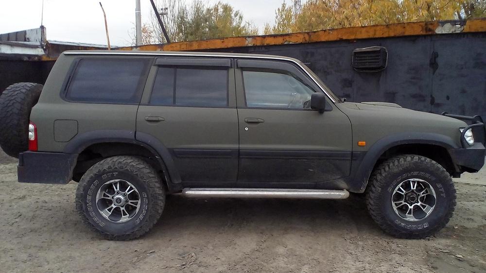 Подержанный Nissan Patrol, хорошее состояние, зеленый матовый, 2001 года выпуска, цена 999 999 руб. в ао. Ханты-Мансийском Автономном округе - Югре
