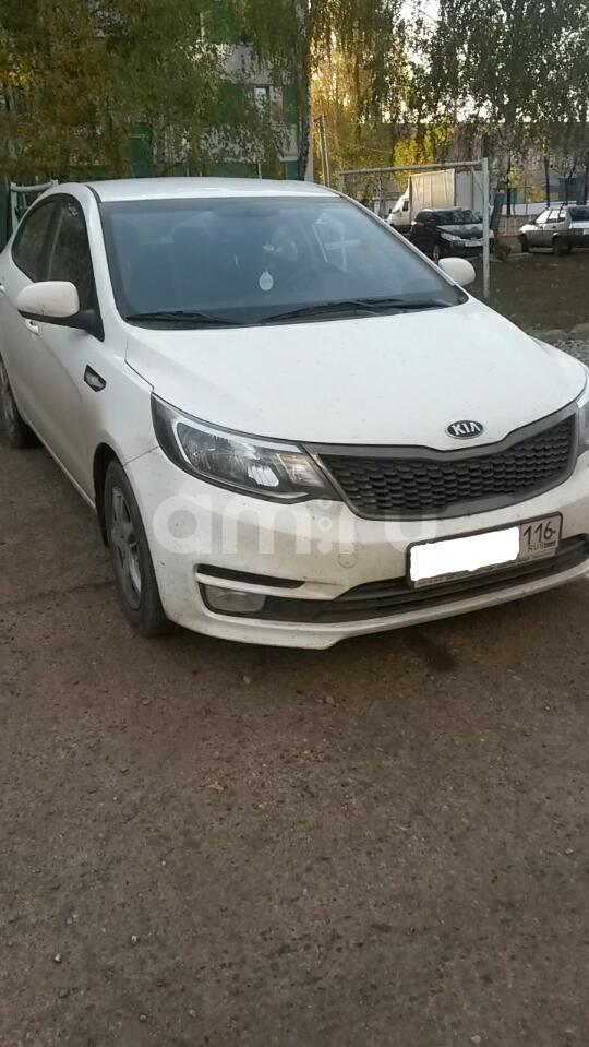 Подержанный Kia Rio, отличное состояние, белый , 2015 года выпуска, цена 575 000 руб. в республике Татарстане
