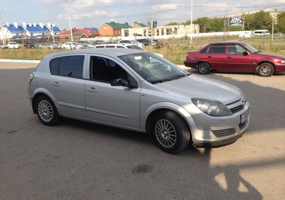 Подержанный Opel Astra, хорошее состояние, серебряный , 2005 года выпуска, цена 265 000 руб. в Челябинской области