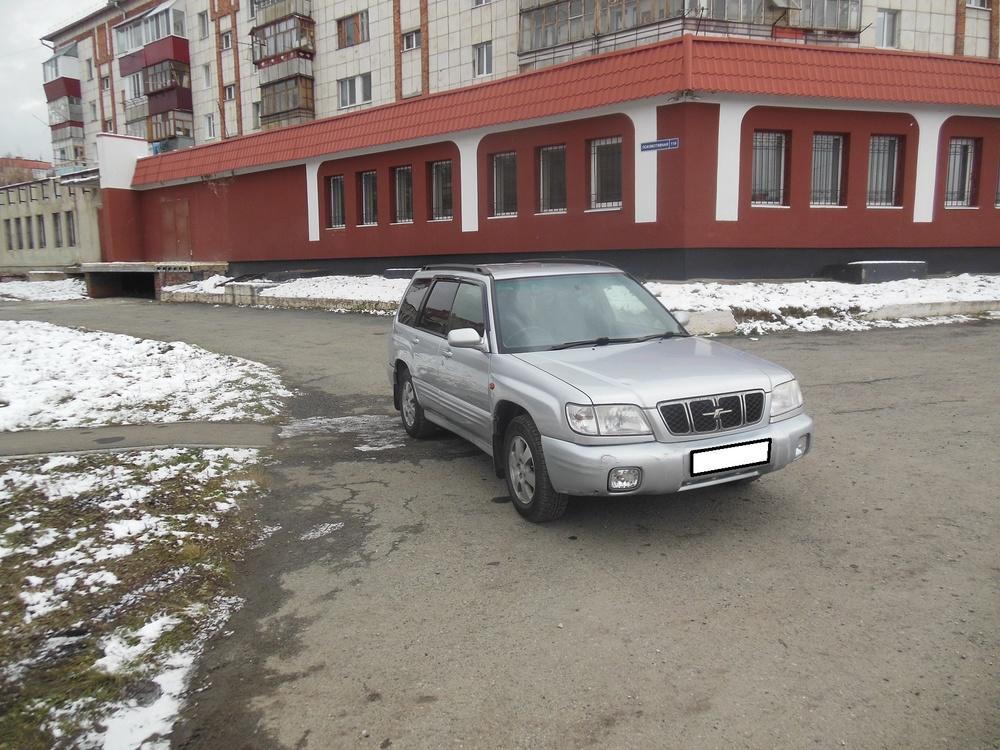 Subaru Forester с пробегом, серебряный , хорошее состояние, 2001 года выпуска, цена 330 000 руб. в автосалоне  ()