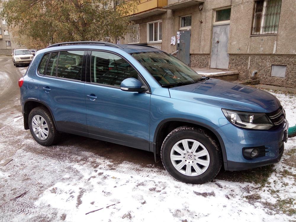 Подержанный Volkswagen Tiguan, хорошее состояние, синий , 2011 года выпуска, цена 750 000 руб. в Челябинской области