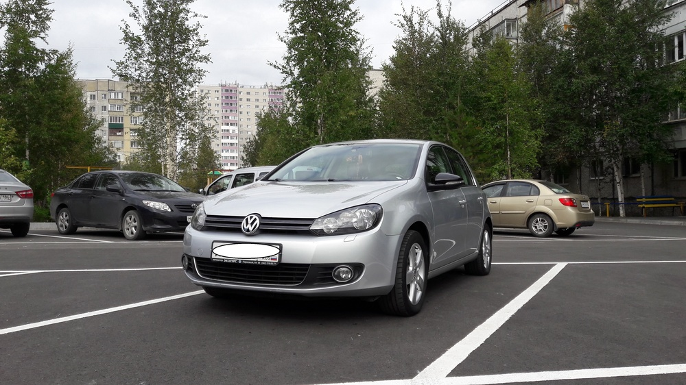 Подержанный Volkswagen Golf, отличное состояние, серебряный металлик, 2012 года выпуска, цена 620 000 руб. в ао. Ханты-Мансийском Автономном округе - Югре
