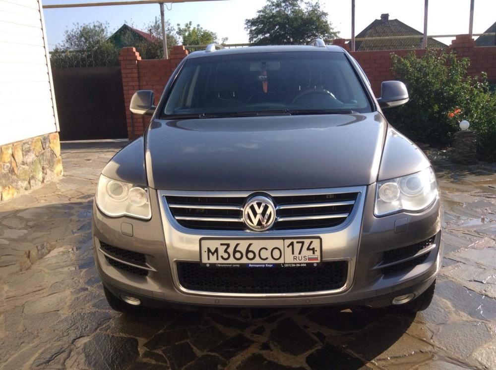 Подержанный Volkswagen Touareg, отличное состояние, серый металлик, 2008 года выпуска, цена 800 000 руб. в Челябинской области