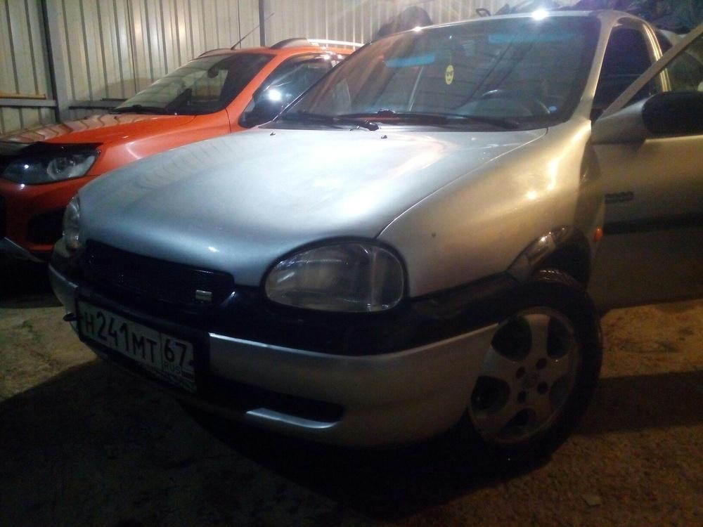 Подержанный Opel Corsa, хорошее состояние, серебряный металлик, 2000 года выпуска, цена 120 000 руб. в Смоленской области