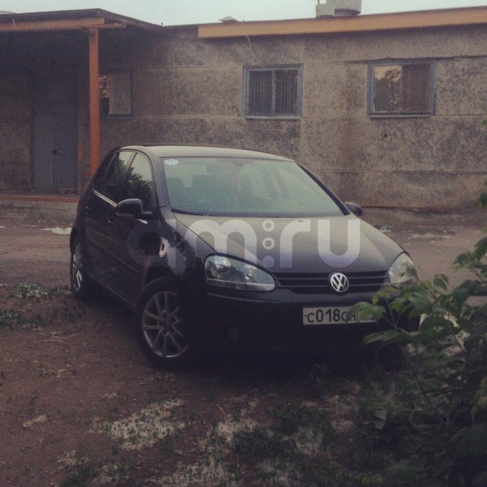 Подержанный Volkswagen Golf, хорошее состояние, черный , 2003 года выпуска, цена 280 000 руб. в Челябинской области