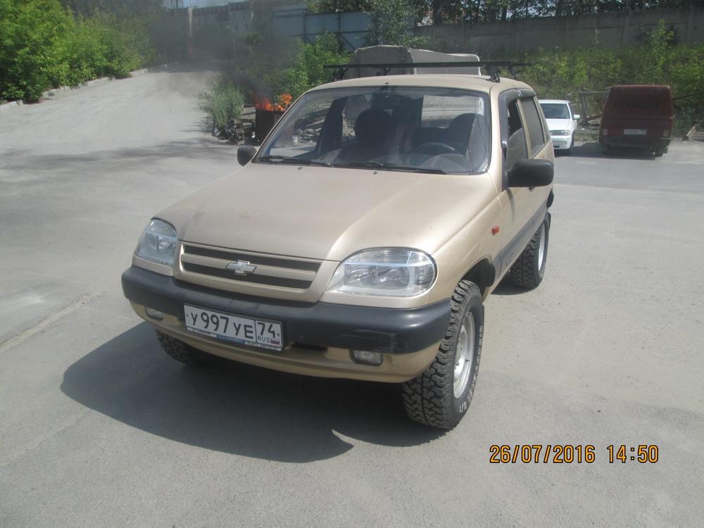 Подержанный Chevrolet Niva, хорошее состояние, золотой металлик, 2005 года выпуска, цена 240 000 руб. в Челябинской области