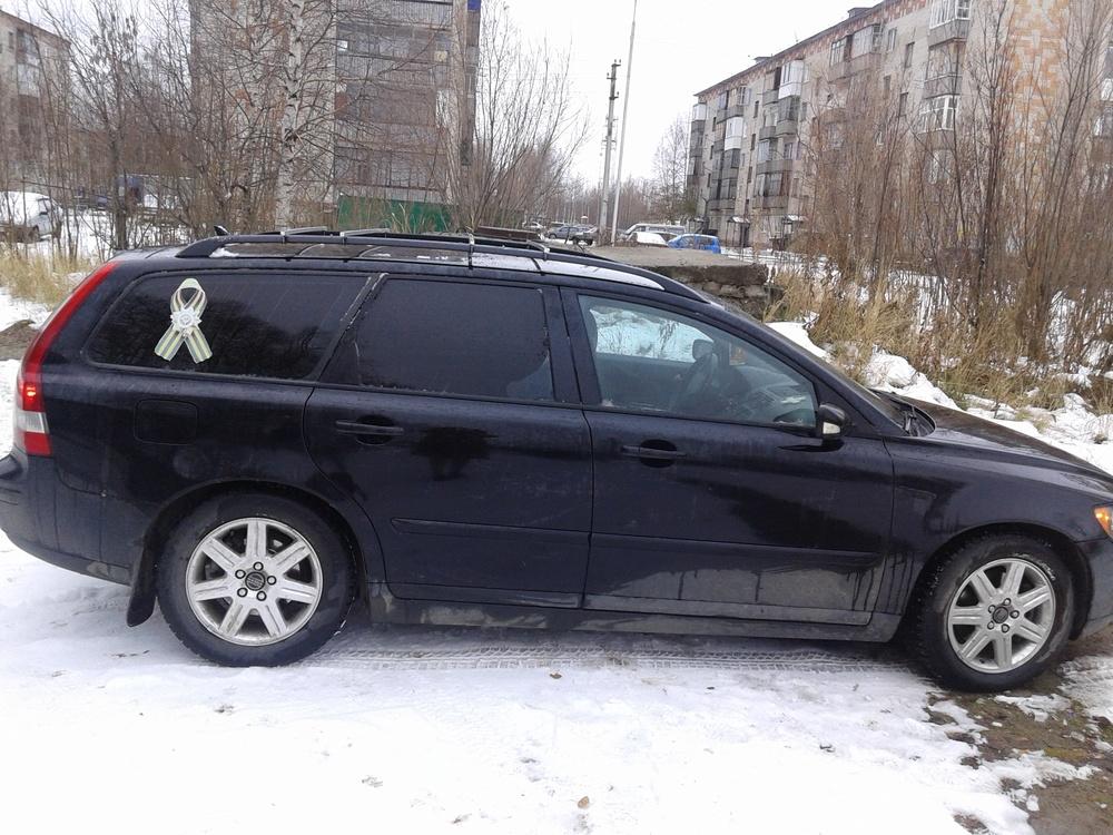 Подержанный Volvo V50, отличное состояние, черный , 2004 года выпуска, цена 450 000 руб. в ао. Ханты-Мансийском Автономном округе - Югре