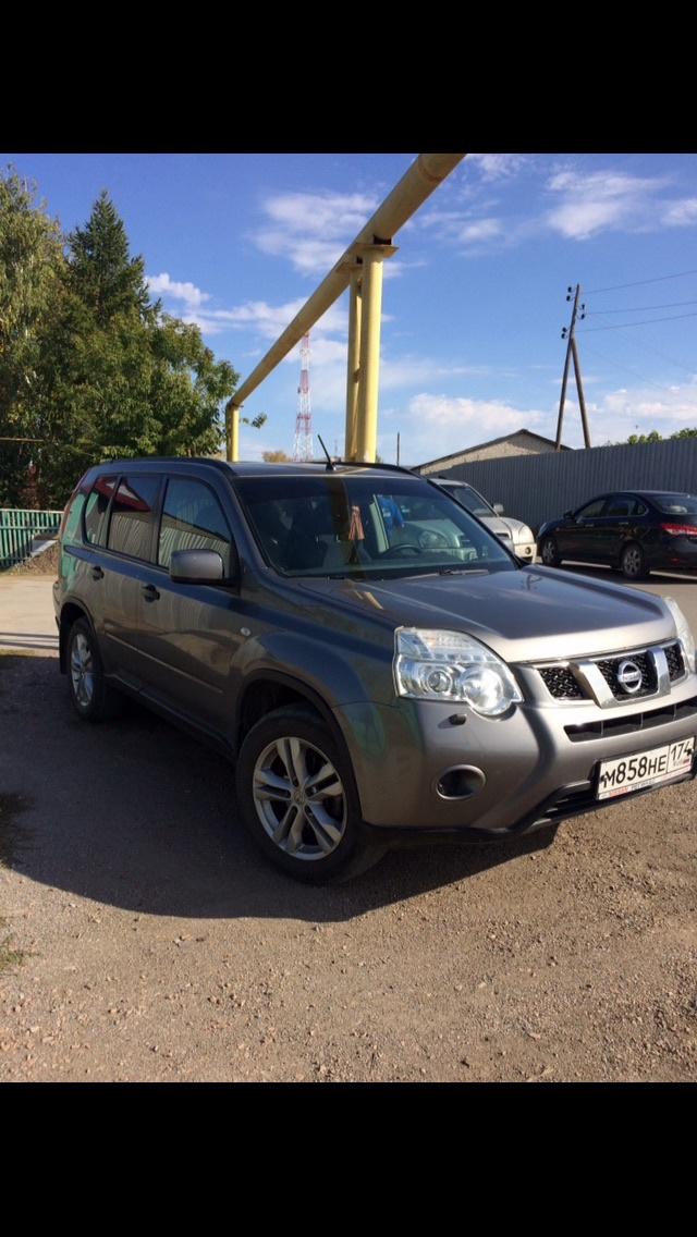 Подержанный Nissan X-Trail, отличное состояние, серый металлик, 2011 года выпуска, цена 880 000 руб. в Челябинской области