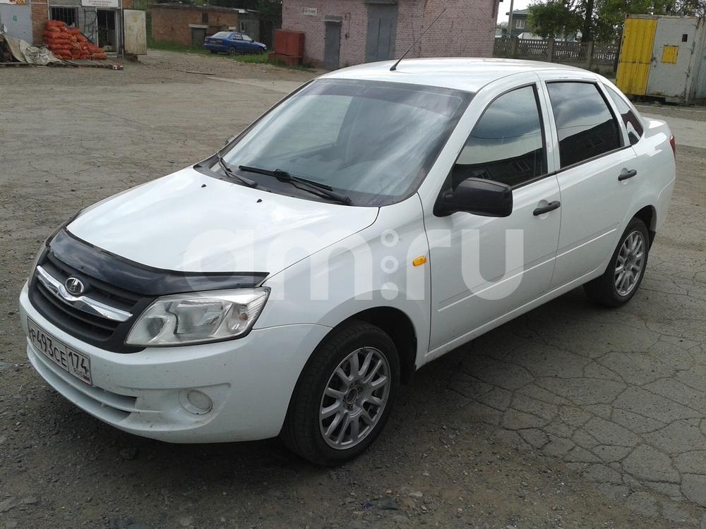 Подержанный ВАЗ (Lada) Granta, отличное состояние, белый , 2013 года выпуска, цена 289 000 руб. в Челябинской области