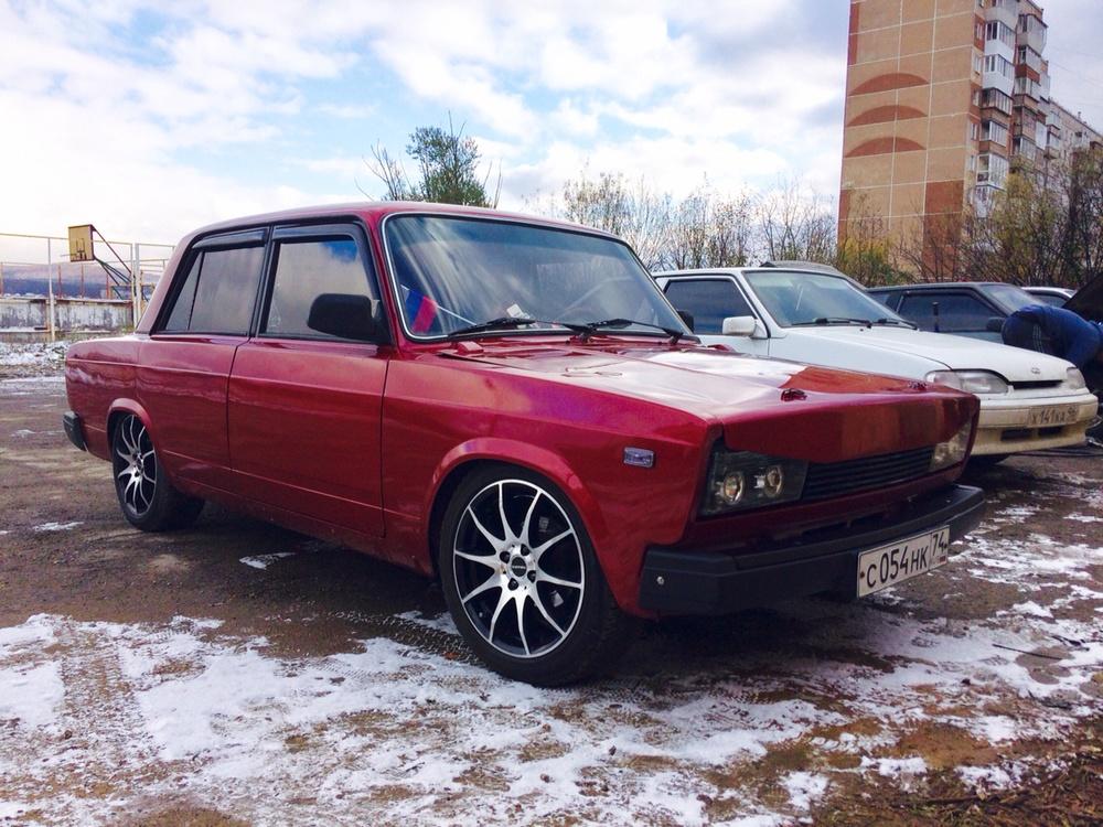Подержанный ВАЗ (Lada) 2105, хорошее состояние, красный металлик, 1997 года выпуска, цена 100 000 руб. в Челябинской области