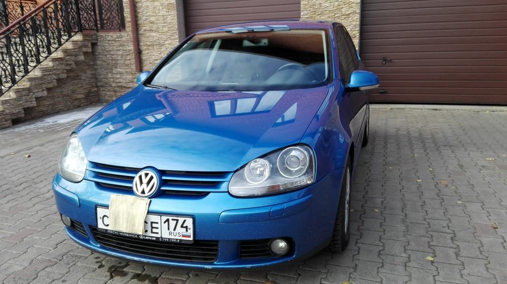 Подержанный Volkswagen Golf, хорошее состояние, синий металлик, 2004 года выпуска, цена 370 000 руб. в Челябинской области