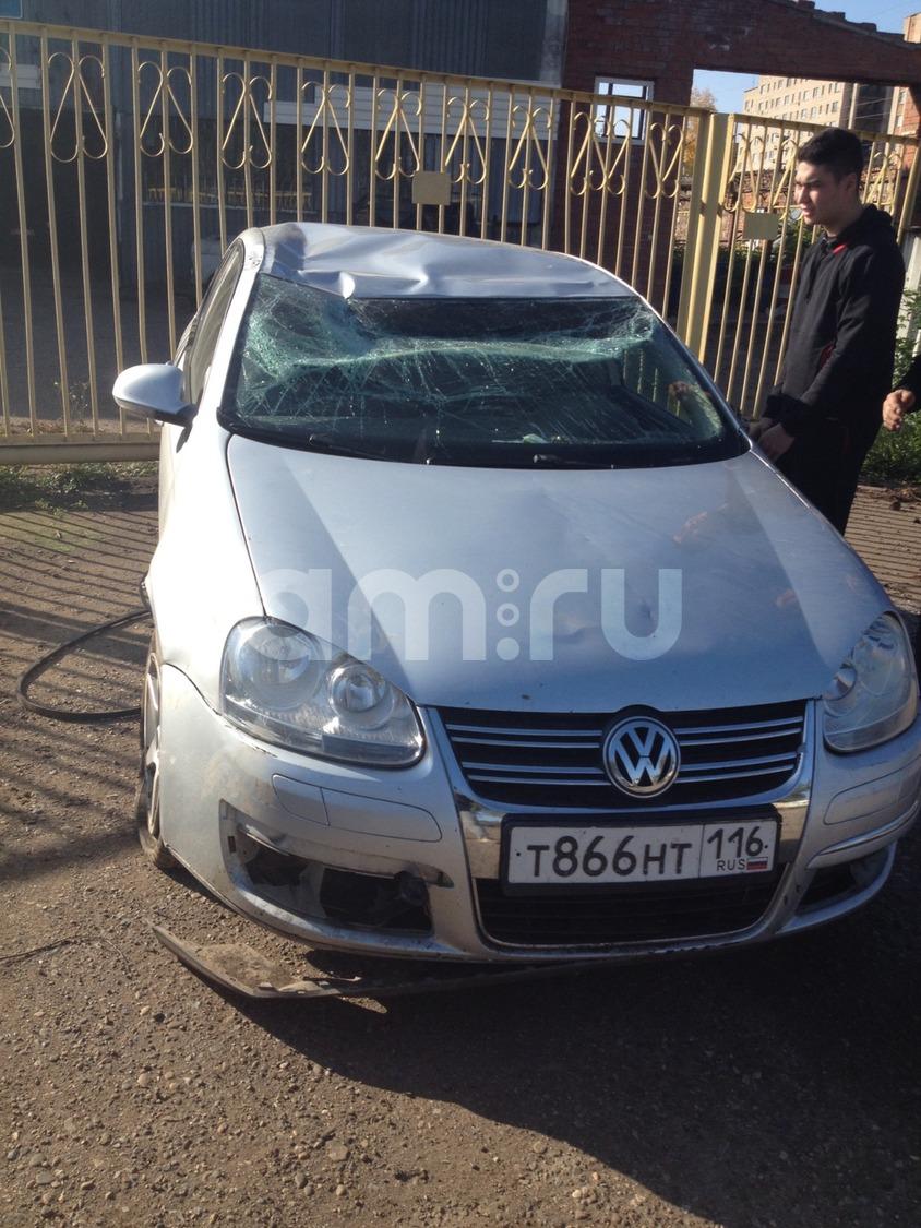 Подержанный Volkswagen Jetta, битый состояние, серебряный металлик, 2007 года выпуска, цена 230 000 руб. в республике Татарстане