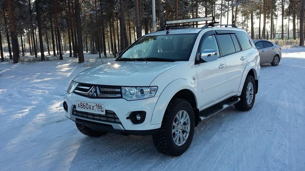 Подержанный Mitsubishi Pajero Sport, отличное состояние, белый , 2014 года выпуска, цена 1 650 000 руб. в ао. Ханты-Мансийском Автономном округе - Югре
