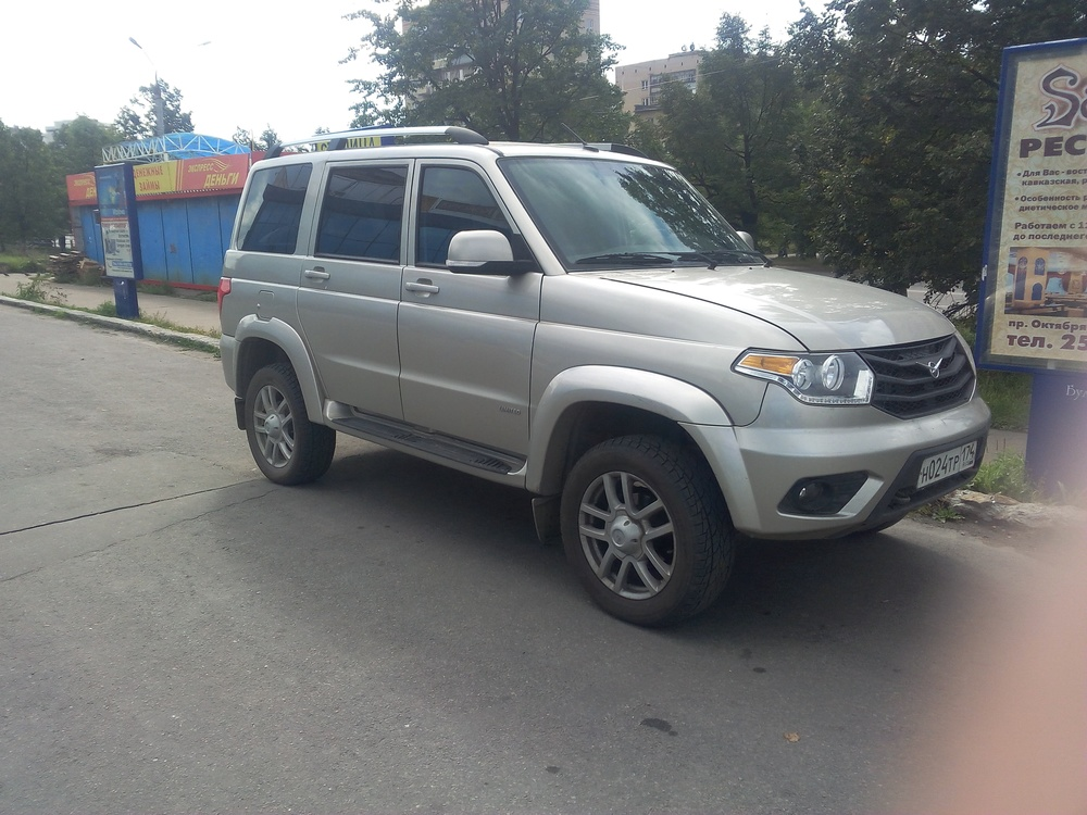 Подержанный УАЗ Patriot, отличное состояние, серебряный , 2015 года выпуска, цена 695 000 руб. в Челябинской области