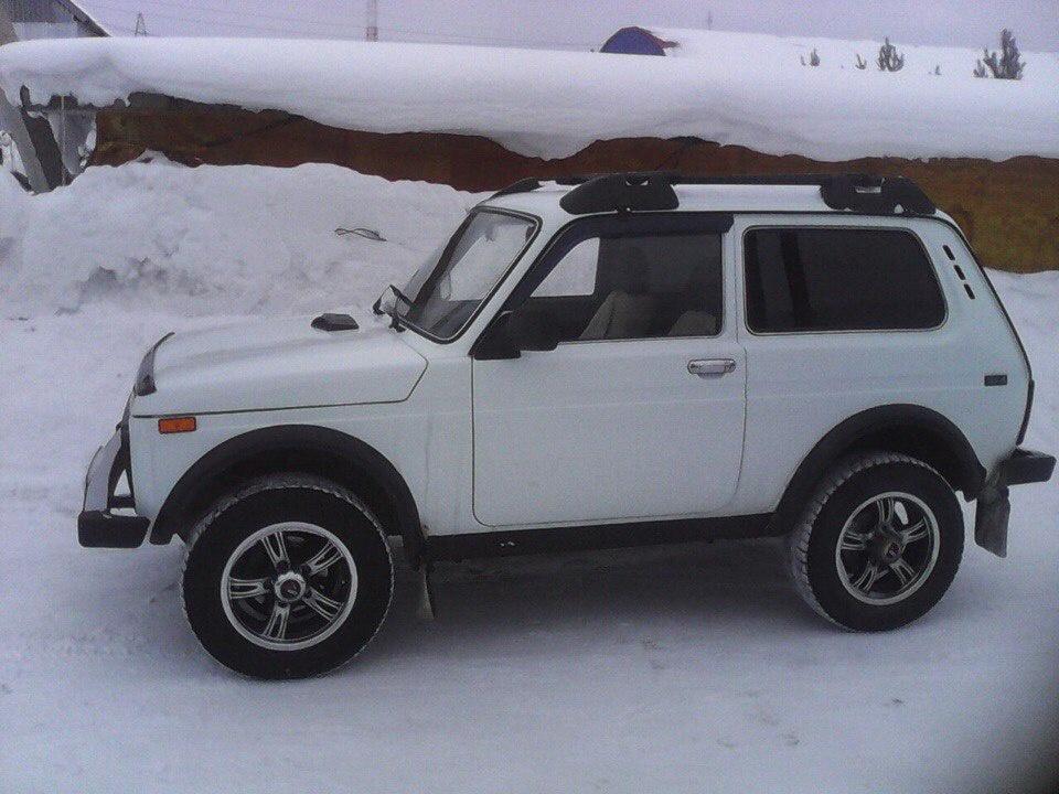 Подержанный ВАЗ (Lada) 4x4, отличное состояние, белый , 2011 года выпуска, цена 250 000 руб. в ао. Ханты-Мансийском Автономном округе - Югре