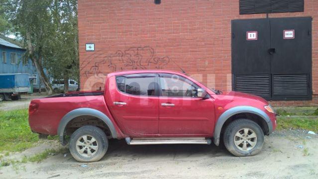 Подержанный Mitsubishi L200, хорошее состояние, красный , 2008 года выпуска, цена 650 000 руб. в ао. Ханты-Мансийском Автономном округе - Югре
