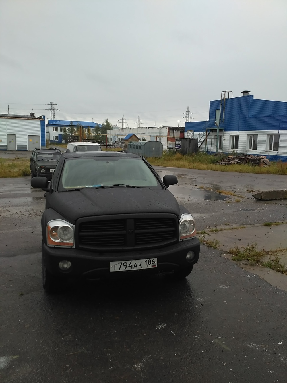Подержанный Dodge Durango, хорошее состояние, черный матовый, 2004 года выпуска, цена 645 000 руб. в ао. Ханты-Мансийском Автономном округе - Югре