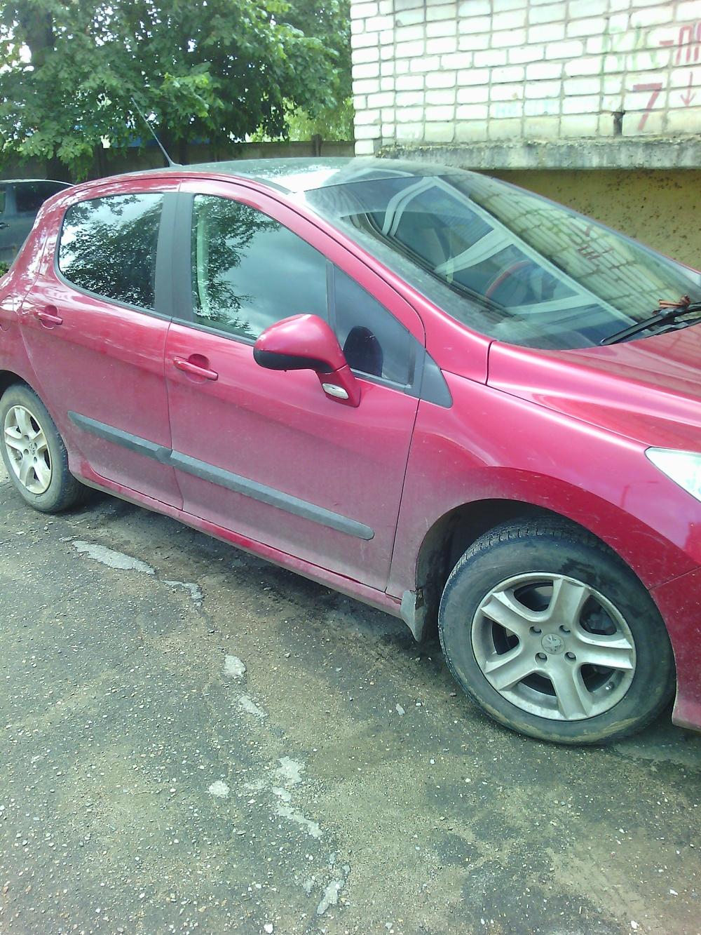 Подержанный Peugeot 308, отличное состояние, красный , 2008 года выпуска, цена 350 000 руб. в Смоленской области