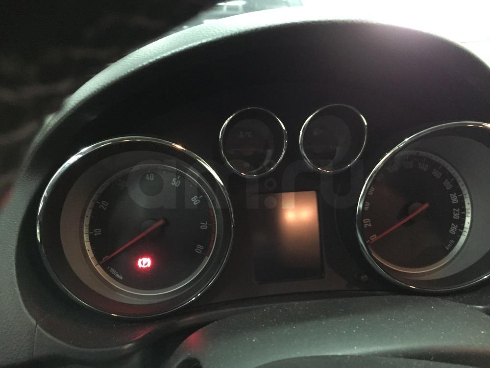 Подержанный Opel Insignia, хорошее состояние, черный , 2011 года выпуска, цена 700 000 руб. в ао. Ханты-Мансийском Автономном округе - Югре