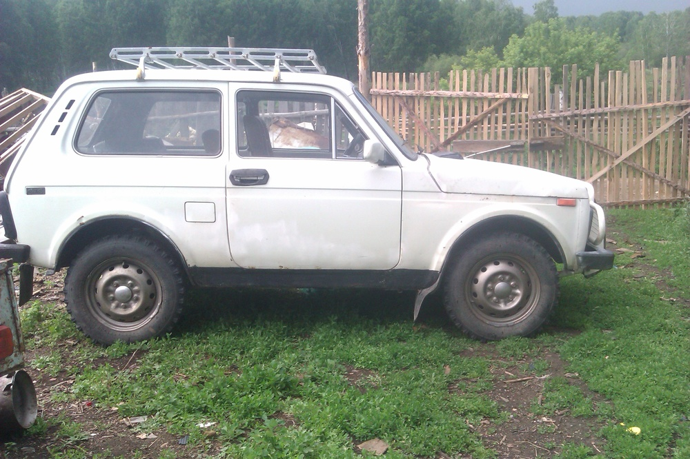Подержанный ВАЗ (Lada) 4x4, среднее состояние, белый , 1995 года выпуска, цена 90 000 руб. в Челябинской области