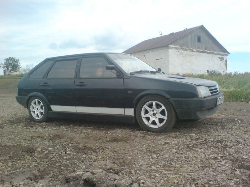 Подержанный ВАЗ (Lada) 2109, хорошее состояние, черный , 2004 года выпуска, цена 80 000 руб. в Челябинской области