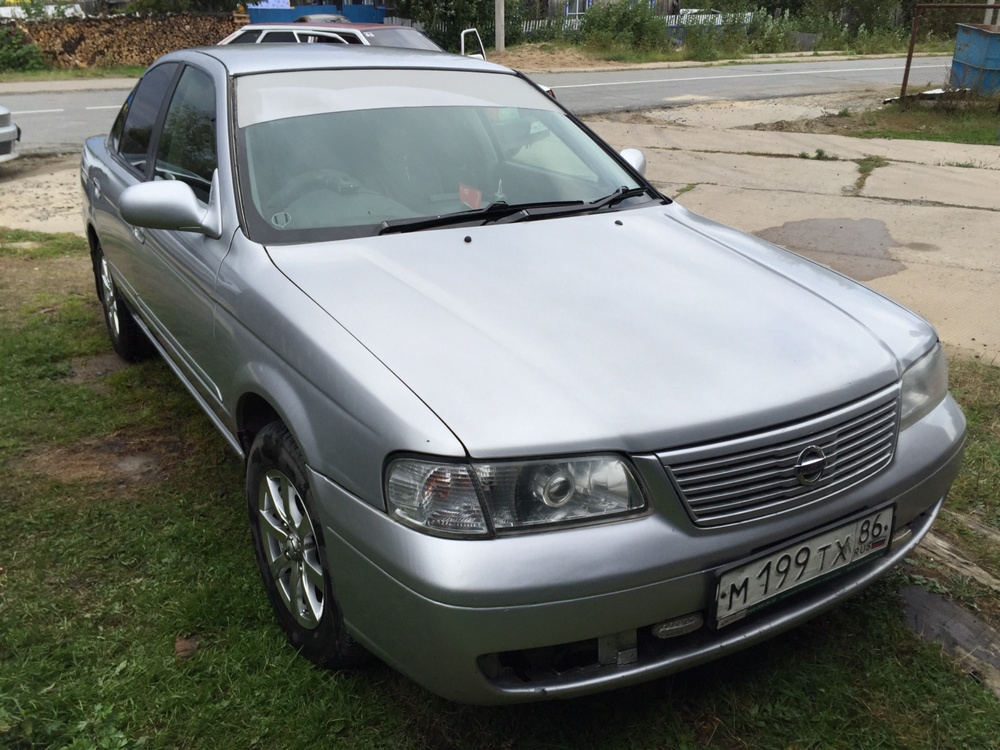Подержанный Nissan Sunny, отличное состояние, серебряный металлик, 2003 года выпуска, цена 220 000 руб. в ао. Ханты-Мансийском Автономном округе - Югре