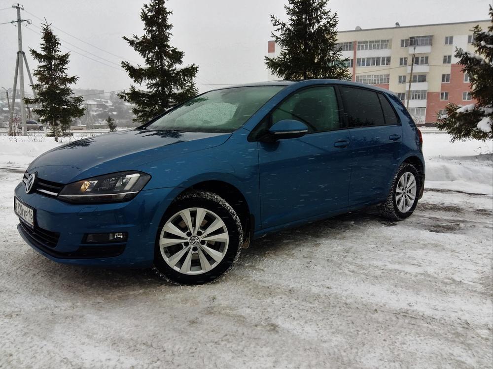 Подержанный Volkswagen Golf, отличное состояние, синий металлик, 2013 года выпуска, цена 830 000 руб. в республике Татарстане
