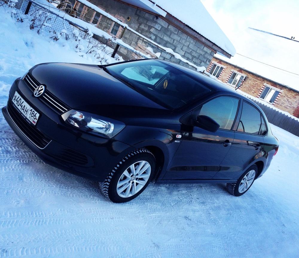 Подержанный Volkswagen Polo, хорошее состояние, черный металлик, 2013 года выпуска, цена 660 000 руб. в ао. Ханты-Мансийском Автономном округе - Югре