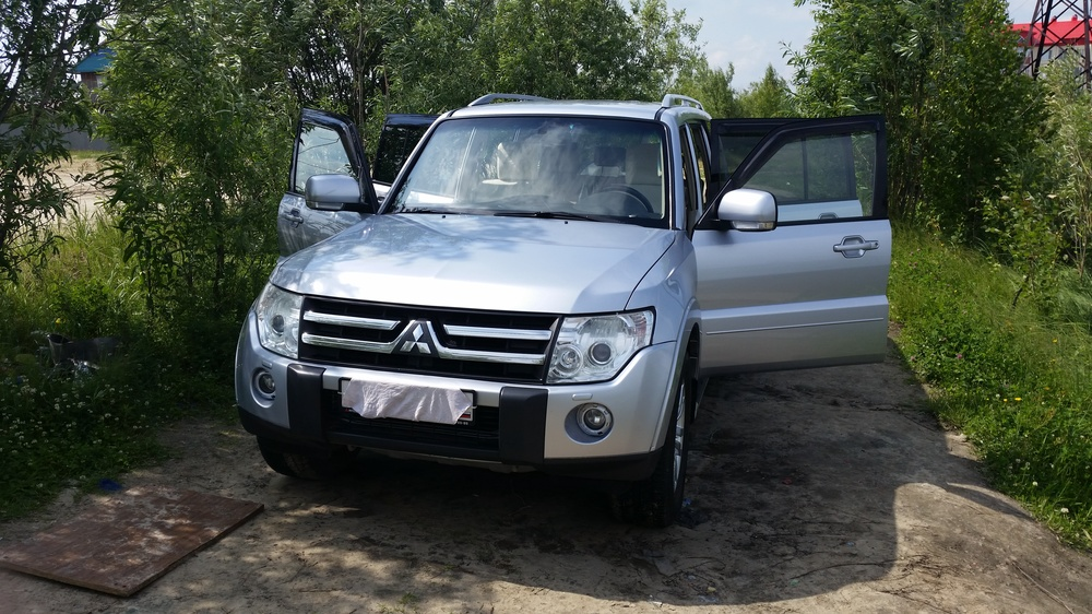Подержанный Mitsubishi Pajero, отличное состояние, серебряный , 2008 года выпуска, цена 1 100 000 руб. в ао. Ханты-Мансийском Автономном округе - Югре