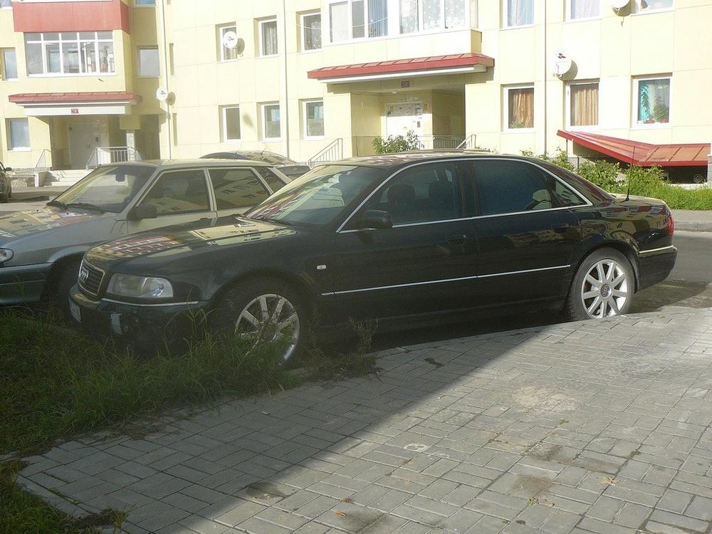 Подержанный Audi A8, хорошее состояние, черный , 2001 года выпуска, цена 250 000 руб. в ао. Ханты-Мансийском Автономном округе - Югре