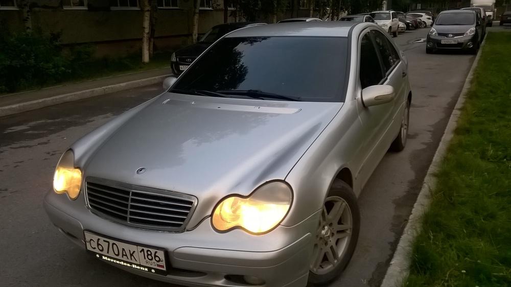 Подержанный Mercedes-Benz C-Класс, отличное состояние, серебряный , 2002 года выпуска, цена 400 000 руб. в ао. Ханты-Мансийском Автономном округе - Югре