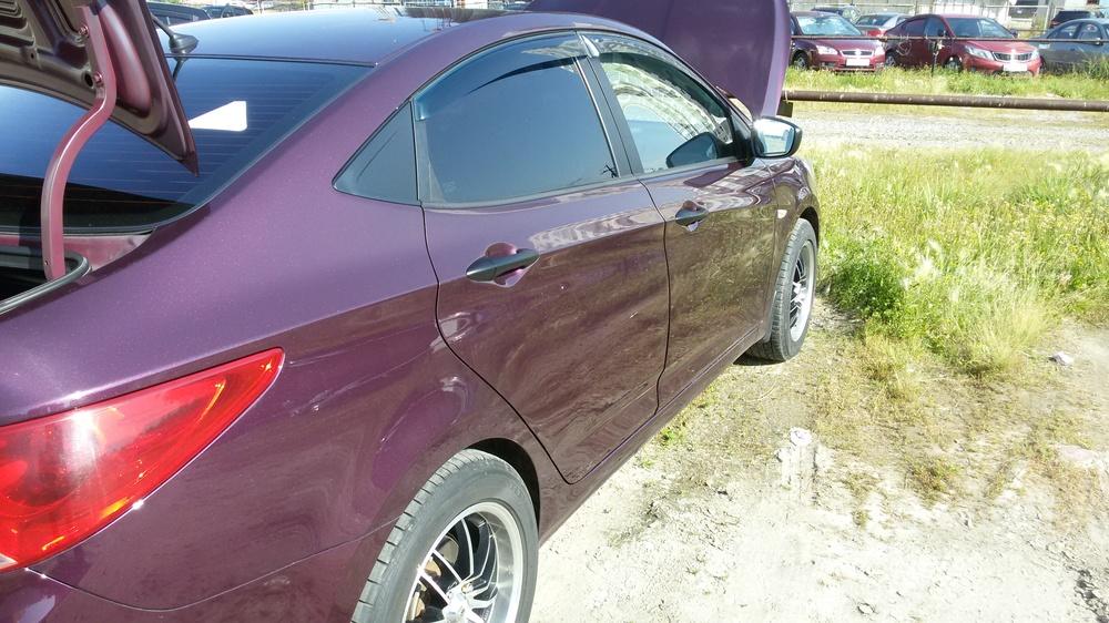 Подержанный Hyundai Solaris, хорошее состояние, фиолетовый металлик, 2011 года выпуска, цена 410 000 руб. в ао. Ханты-Мансийском Автономном округе - Югре